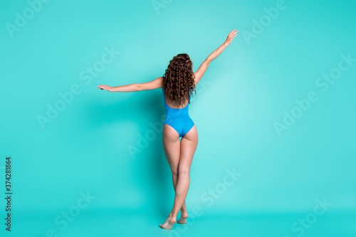 Photo Rear back view photo slim alluring young lady perfect shape curly hairstyle make