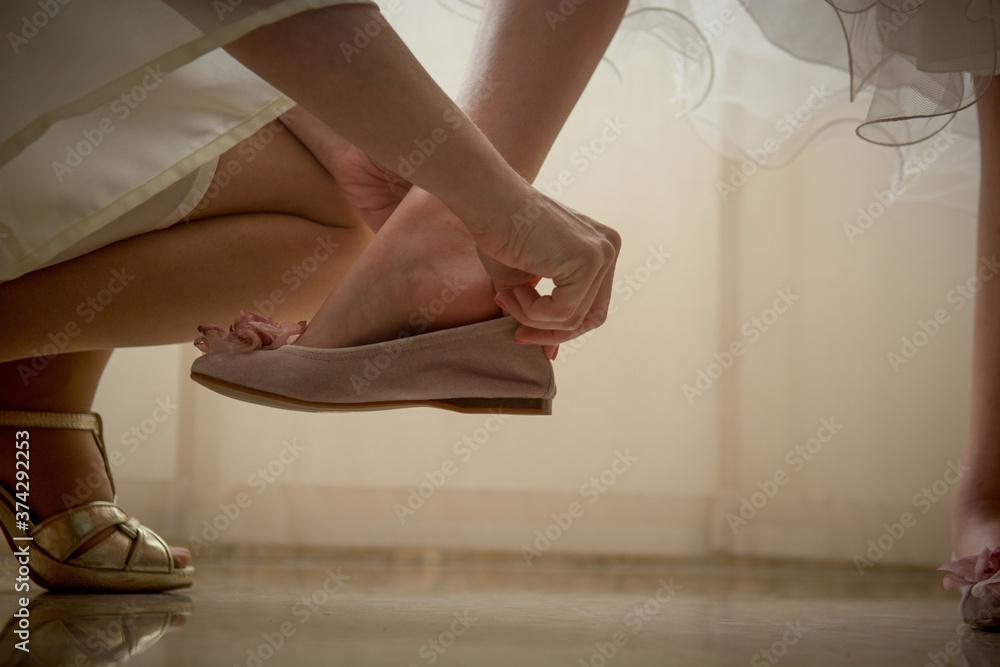 Fototapeta Calzado de mujer a mujer