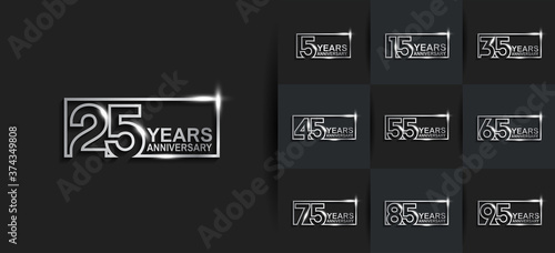 Foto Anniversary logotype set with silver color on black background