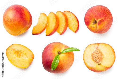 Fotografia peach fruits with green leaf and slices isolated on white background