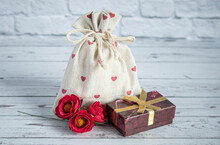 Extile Bag With A Gift. Red He...