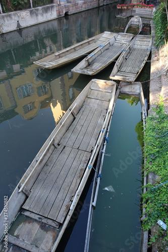 Obraz na plátne Barque à fond plat pour balade Petite Venise à Colmar