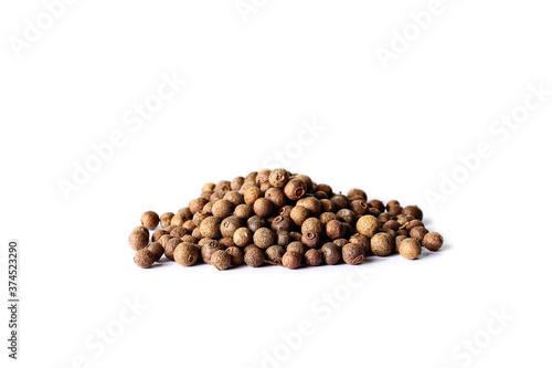 Fotografia allspice spice on white background