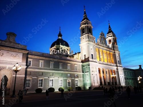 MADRID - ESPANHA / 2019 - 03 / Ponto turístico e edifícios históricos em madrid Fototapeta