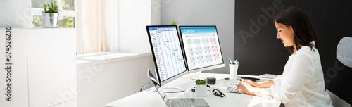 Obraz Employee Working On Calendar Schedule - fototapety do salonu