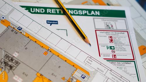 Obraz na plátně Flucht- und Rettungsplan mit Bleistift