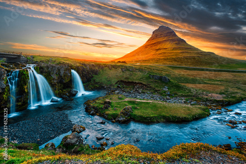 Majestic Kirkjufell mount (Church mountain) the most famous icelandic landmark Tableau sur Toile