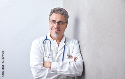 Portrait of grey haired doctor wearing glasses Fototapeta