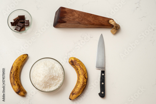 Photographie Coconut and banana cookies preparation drizzled with melted chocolate