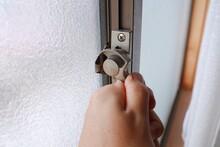 住宅の窓の鍵
