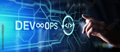 Fotografia Devops Agile development and optimisation concept on virtual screen
