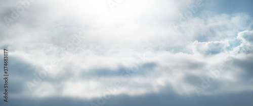 Obraz na plátne Clear blue sky, glowing cumulus clouds, sunbeams, midday sun