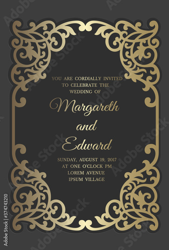 Foto Wedding invitation card template with gold foil pattern