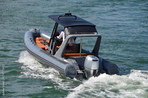 Foto Pontoon motor boat