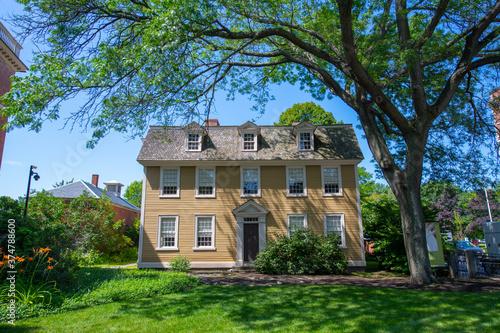Платно Crowninshield Bentley House with Georgian style at 126 Essex Street in Historic city center of Salem, Massachusetts MA, USA