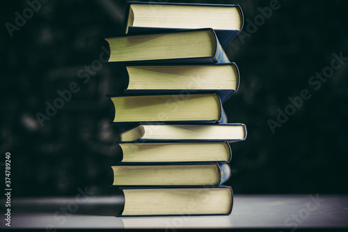 Fotografia The books are placed in a stack of books on the table