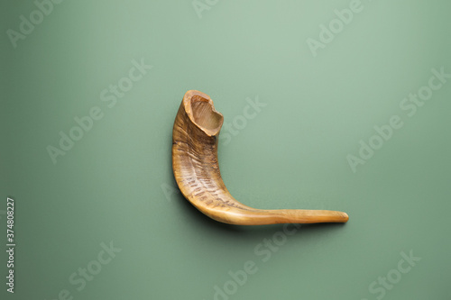 Shofar on color background Fototapet