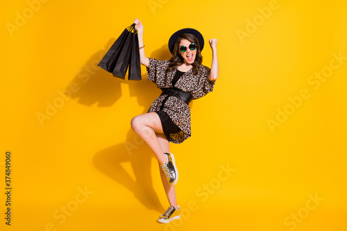 Foto Full size photo of ecstatic shopping center lover girl raise fists bags scream w