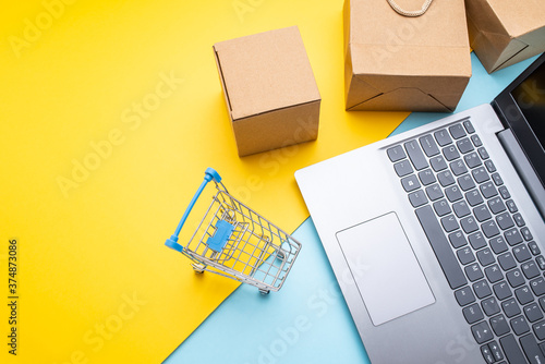 Canvastavla Shopping cart and express box online shopping concept illustration