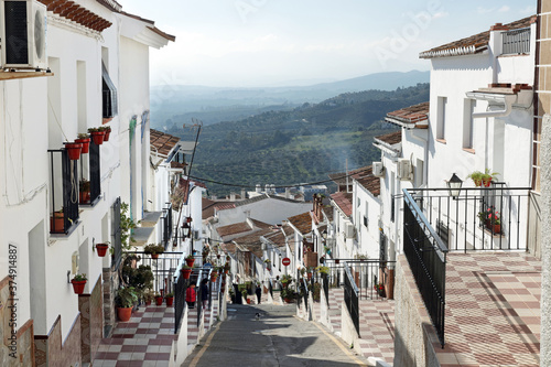 Fotomural Alora, Andalucia, Spain: narrow alleys in a hillside white village