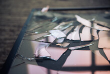 Shattered Glass, Broken Pieces