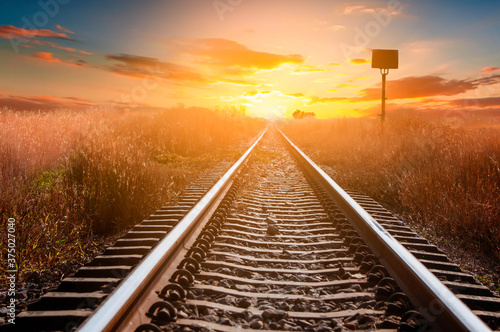 Foto railway in the sunset