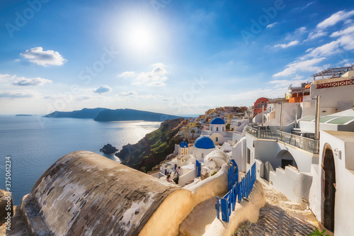 Tela Spectacular view of Greek orthodox church with blue domes and sea in  Santorini island, Greece