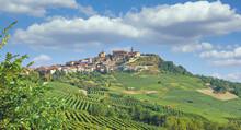 Weinort La Morra Nahe Barolo Und Asti Im Piemont,Italien