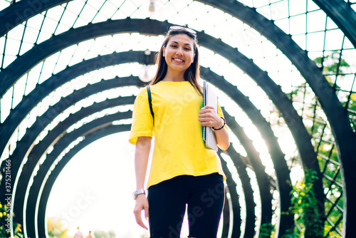Valokuva Half length portrait of cheerful asian hipster girl in trendy activewear standin
