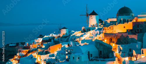 Fototapeta View of Oia by night obraz