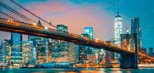 Fototapeta View of Brooklyn bridge by night
