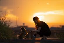 夕日とお手をする犬
