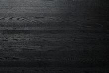 艶のある黒い木製のボ...