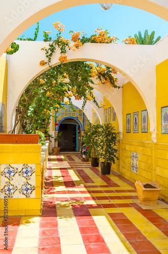 Valokuva The arched alley to historic Bain Maure Hammam (Moorish bath),  Mahdia, Tunisia