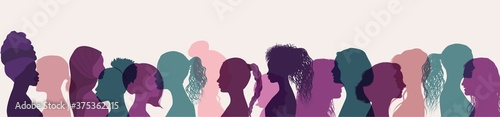 Silhouette group of multiethnic women who talk and share ideas and information Fototapet
