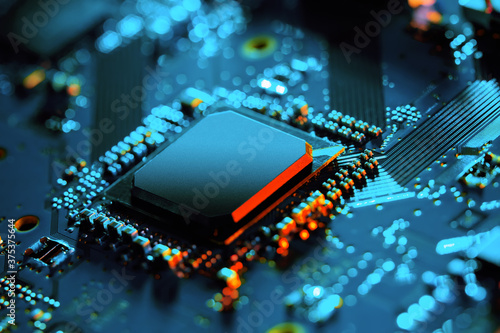 Foto Electronic circuit board with electronic components such as chips close up