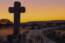Cruz Catolica En Un Amanecer
