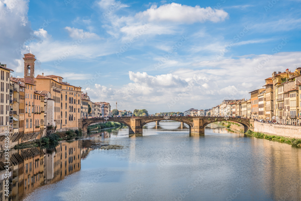 Fototapeta View of the Arno river and St Trinity bridge designed by Bartolomeo Ammanati and reconstructured after World War II in Florence, Italy