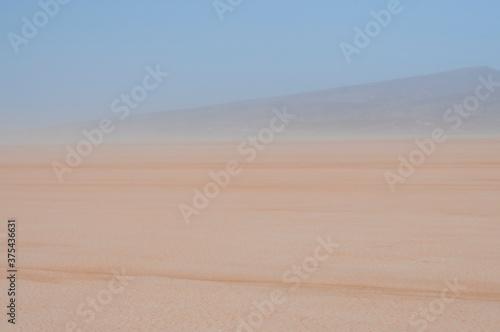 Fényképezés Sandstorm on the Lac Iriki salt lake / Sandstorm in the Sahara, on the Lac Iriki salt lake, Morocco, Africa