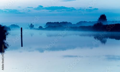 Fog/Nebel in Kinderdijk Holland, Buchcover, romantisch schön Canvas-taulu