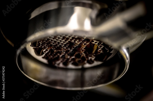 coffee extraction from a bottomless portafilter Fototapet