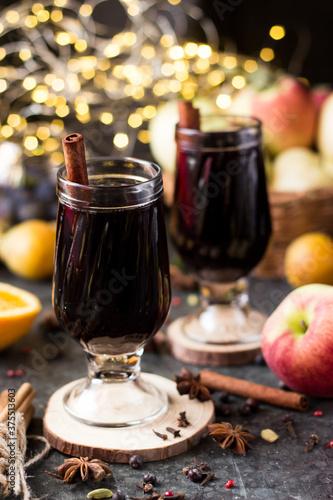 mulled wine in a stemmed glass Fototapete
