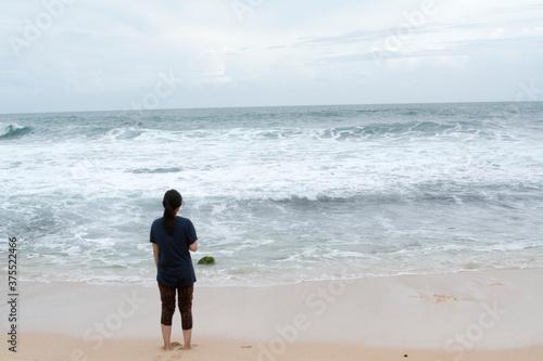 Платно Girl Lady Woman in Timang Beach Java Yogyakarta Indonesia Boy Looking For Brave
