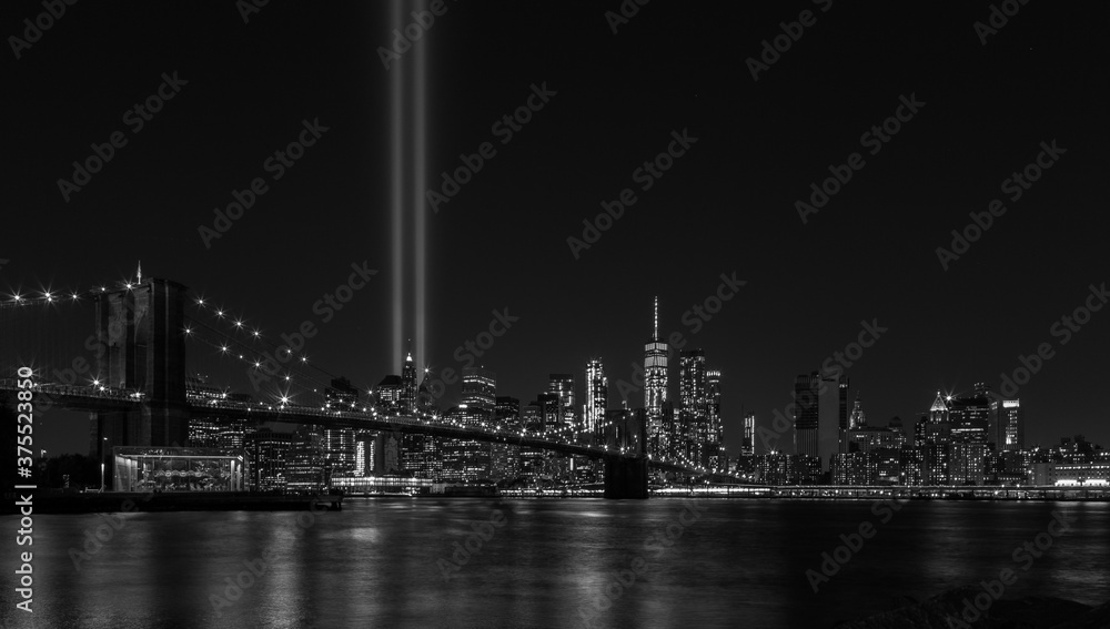 Fototapeta Tribute light 09/11 - Never Forget : Manhattan NYC Black and white