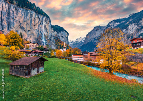 Obraz Fabulous outdoor scene of Swiss Alps, Bernese Oberland in the canton of Bern, Switzerland, Europe. Captivating autumn sunrise in Lauterbrunnen village. Beauty of countryside concept background. - fototapety do salonu