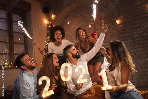 Obraz Friends having fun at New Year's midnight countdown - fototapety do salonu