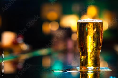 Pint of Beer on Bar Fototapet