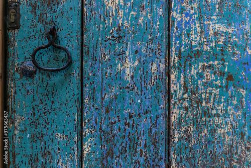 Photo Puerta de madera con pintura desgastada y con texturas