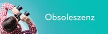 Obsoleszenz. Mann Bei Beobachtung Mit Fernglas. Fokus Auf Text/Wort. Panorama Format. Hintergrund Blau/türkis.