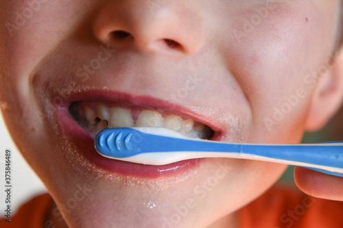 dentista dentifricio spazzolino denti lavare denti dentifricio bambino pulizia d Fotobehang